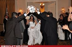 funny-wedding-photos-soccer-arches.jpg (500×332)