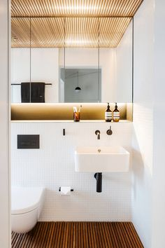 Bathroom Decor rental Bathroom decor rental 70 Simple and creative rental apartment decorations . Apartment Decorating On A Budget, Apartment Ideas, Small Room Design, Small Toilet Design, Tiny Apartments, Bathroom Interior Design, Small Apartment Interior Design, Interior Modern, Bathroom Inspiration