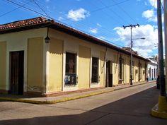 Calles coloniales de Calabozo  La Villa de Todos los Santos de Calabozo fue fundada el primero de febrero de 1.724 por Fray Salvador de Cádiz, en el lugar donde había una misión de indios establecida unos años antes. Calabozo fue varias veces capital del estado Guárico