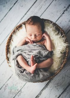 Mobie Photo - Newborn Photographer in Lehi, Utah - Newborn in a basket with Ink and Elm floordrop