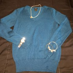 Ann Taylor Light Pullover V-Neck Sweater Teal Ann Taylor V neck pullover sweater. Can be worn alone or in a layered look. 40% Acrylic 30% Merino Wool & 30% Polyester. Machine Washable- Please not ** color is more TEAL than blue. Ann Taylor Sweaters V-Necks