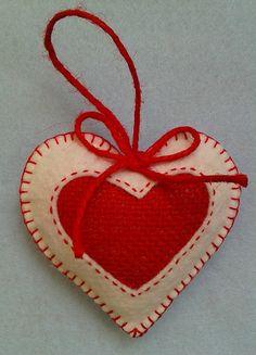 Handmade felt and burlap hearts set of 3 por LITTLEFACTORYCRAFTS