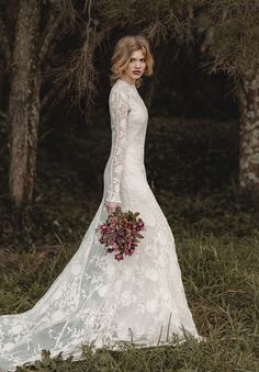 long sleeved wedding gowns - Hello everyone! I know it's summer but you might think it's too warm to consider long leeved wedding dresseswedding dresses. Lace Bridal, Bridal Gowns, Wedding Gowns, Mod Wedding, Lace Wedding, Dream Wedding, Vintage Boho Wedding Dress, Woodland Wedding Dress, Forest Wedding