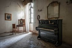 Musical instruments are especially evocative. Histoire d'un piano amoureux d'une maquilleuse by Urbex&Orbi, via Flickr