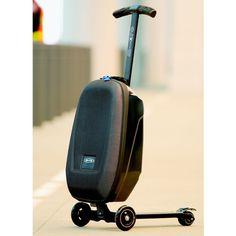 マイクロ・ラゲッジは、キックボードのマイクロ・モビリティ社とスーツケースのサムソナイト社が共同開発。  荷物を持ち運ぶ際に一緒に自分まで移動できてしまうという、画期的なスーツケースです。