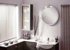 Kinkiet łazienkowy AQUATIC w szlachetnym kolorze satyny.  Doskonale rozprasza światło dzięki czemu rozświetli ciemną łazienkę.