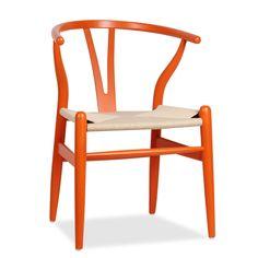 *  Inspirada na Cadeira Wishbone de Hans J. Wegner. *  Fabricada em madeira de faia pintada. *  Assento em corda de cor natural. *  Disponível também em vermelho e verde. A Cadeira FER -Orange Beech- é perfeita para encher de calor um ambiente. Sua estrutura feita em madeira de faia pintada e o assento em corda, apresentam uma estampa inconfundível. O singular design do seu encosto em forma de Y a transformaram em uma das peças mais famosas do mobiliário de vanguarda. Está levemente…