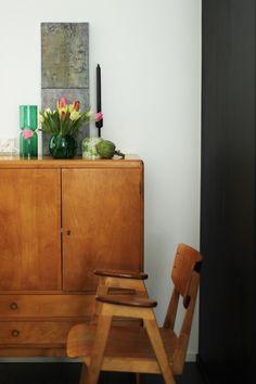 Näin Stokkan Hulluilla Päivillä Iittalan Lantern valaisimen smargdin värisenä ensi kerran syksyllä ja ihastuin salamana. Tuolloin en valais... Salama, Sweet Home, Indoor, Chair, Furniture, Home Decor, Interior, Recliner, Homemade Home Decor