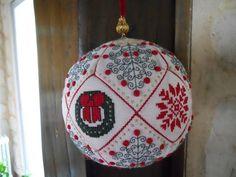La boule de Noël - Les broderies d'Artémis