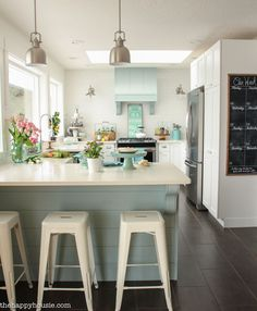 Come on by and take a visit and look around through this lovely coastal cottage style spring kitchen tour with all kinds of lovely springy colours. #coastalcottagekitchen