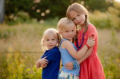 Ideas for children photography outdoors siblings posing ideas Sibling Photo Shoots, Sibling Photos, Family Photos, Family Portraits, Senior Portraits, Sister Poses, Kid Poses, Group Poses, Friend Poses
