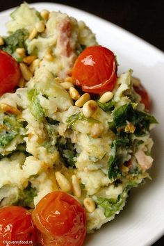 andijviestamppot met gebakken tomaatjes 2 Veggie Recipes, Vegetarian Recipes, Dinner Recipes, Healthy Recipes, I Want Food, Good Food, Yummy Food, Tasty, Happy Foods