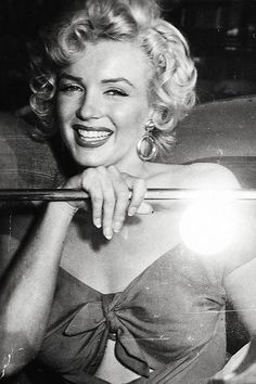 Marilyn arriving at the Ray Anthony party, August 3, 1952.