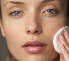 Receita de botox caseiro para o rosto: rejuvenesce e elimina rugas rápido Castor Oil Benefits, Coconut Oil Beauty, How To Get Rid Of Pimples, Facial Toner, Skin Problems, Cellulite, Good Skin, Skin Care Tips, Healthy Skin
