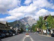 Banff Avenue mit Cascade Mountain im Hintergrund Banff Alberta, Alberta Canada, Canada Pictures, Scenic Wallpaper, Banff Springs, French Lifestyle, Cascade Mountains, Banff National Park, Calgary