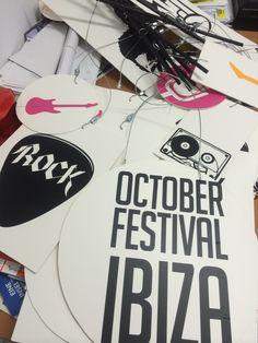 Decoración Farolas anunciando October Festival 2015. Realizado en PVC y vinilos decorativos diseñados para el festival.