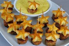Posh Piggies…sweet Italian sausage topped with star cookie cutter puff pastry! Posh Piggies…sweet Italian sausage topped with star cookie cutter puff pastry! Appetizers and Recipes: 14 Festive Fourth of July Appetizers - Kick off your Fourth of July p Light Appetizers, Finger Food Appetizers, Appetizer Dips, Appetizers For Party, Party Snacks, Appetizer Recipes, Christmas Appetizers, Forth Of July Appetizers, Sausage Appetizers