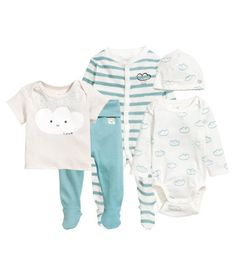 White/cloud. CONSCIOUS. Set in soft, organic cotton jersey with a printed design. Short-sleeved top with lapped shoulders. Long-sleeved bodysuit with lapped