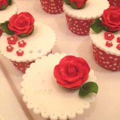 Flower cupcakes I saw at a wedding - too cute to eat.