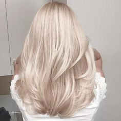 Pearl blonde hair color ideas ideas for 2019 Blonde Hair Looks, Light Blonde Hair, Baby Blonde Hair, White Blonde Hair, Cool Toned Blonde Hair, Platnium Blonde Hair, Perfect Blonde Hair, Champagne Blonde Hair, Blonde Pink