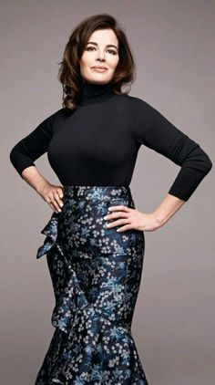 Sexy Older Women, Sexy Women, Joseph Fashion, Nigella Lawson, Tv Girls, Classy Girl, Female Stars, Vintage Style Dresses, Sexy Hot Girls