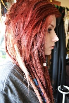 I like how her short layers cover up part of her dreads, super cute!