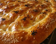 Avec lafraîcheurrevient l'envie de faire du pain maison pour le savourer à la sortie du four!!  Et c'est au tour de la Turquie de s'inviter à notre table par ce délicieux p…