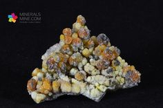 Cynkit - brązowo-czerwono-pomarańczowo-zółte skupienia zbite Pochodzenie: Oława, Polska Wymiary: 7.2 x 5.4 x 2.4 cm Waga: 123 g Wzór chemiczny: ZnO