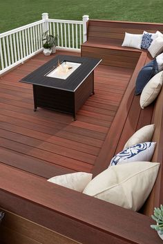 Thinking about a building a new deck? From selecting materials and contractors to budgeting for your dream deck- we've got you covered. Learn more in our Ultimate Deck Planning Guide. Deck Bench Seating, Deck Ideas With Built In Seating, Wood Deck Railing, Wood Deck Stain, Deck Stain Colors, Wood Decks, Deck Colors, Design Textile, New Deck