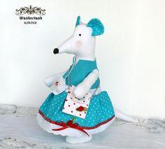 Weiße Maus aus Stoff mit Hängetasche von Wunderland KIRINS  auf DaWanda.com