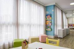 Brinquedoteca dos Sonhos - Sala de Estar Infantil: Quarto infantil por Carolina Burin Arquitetura Ltda