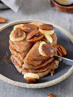 Vegan banana oat flour pancakes for breakfast! This basic recipe is healthy, gluten-free, refined sugar-free, dairy-free, egg free & very easy! Vegan Dessert Recipes, Vegan Breakfast Recipes, Delicious Vegan Recipes, Yummy Snacks, Cooking Recipes, Oat Pancakes Vegan, Banana Oat Pancakes, Gluten Free Food List, Best Gluten Free Bread