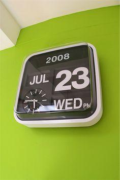 Retro-styled flip clockin'.