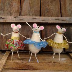 Ballerina mice 3 dancing animals Felt cute figurine Wool miniature animal in gold Waldorf toy Dancing sculpture Art doll Angelina ballerina
