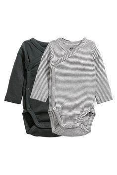 CONSCIOUS. Long-sleeved, wrapover bodysuits in soft, organic cotton jersey with press-studs at the side and crotch.