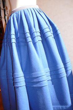 Anilegra moda para muñecas: Traje de gallega de mi muñeca Petete Folk Costume, Costumes, Regional, Gathered Skirt, Skirts, Art, Fashion, Folklore, Traditional Dresses
