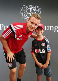 Bernd Leno with a fan Lounge, Four Square, Hermes, Football, Game, Photography, Beautiful, Nice Asses, Airport Lounge