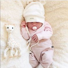 When was your baby born? Cute Little Baby, Baby Kind, Cute Baby Girl, Little Babies, Cute Babies, Baby Girl Born, Cute Baby Pictures, Baby Family, Cute Baby Clothes