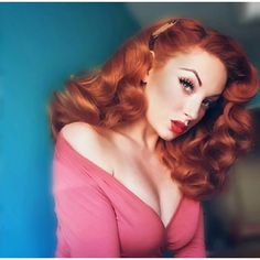 Vintage Hairstyles For Prom gorgeous red pinup Retro Hairstyles, Wedding Hairstyles, Pin Up Hairstyles, 1940s Hairstyles For Long Hair, Redhead Hairstyles, Japanese Hairstyles, Korean Hairstyles, Classic Hairstyles, Hairstyles Videos