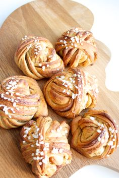World's most beautiful cinnamon buns. Sweet Desserts, Sweet Recipes, Good Food, Yummy Food, Sweet Pastries, Food Inspiration, Baking Recipes, Bakery, Food And Drink