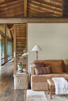 Image 12 of 28 from gallery of Lake House / Cadas Arquitetura. Photograph by MCA Estúdio Modern Filipino Interior, Wood Interiors, Design Interiors, Bahay Kubo, Events Place, House, Architecture Design, Cabin, Warm