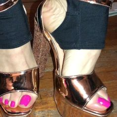 I can imagine tan feet and white toes with these. 😍 I'd want to lick my own feet and I am not even into self worship 😂 Hot Pink Toes, White Toes, Heeled Mules, Photo And Video, Heels, Worship, Nice, Instagram, Fashion