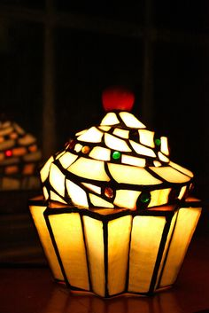 two of my favourite things together, a cupcake and a tiffany lamp :-)