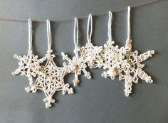 Christmas tree ornaments, white snowflakes decorations, crocheted snowflakes with hanging loop /set of 6/