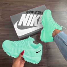 Tennis Shoes Black Leather Players Tips Referral: 9372391640 Cute Nike Shoes, Cute Nikes, Cute Sneakers, Green Sneakers, Sneakers Sale, Jordan Shoes Girls, Girls Shoes, Shoes Women, Souliers Nike