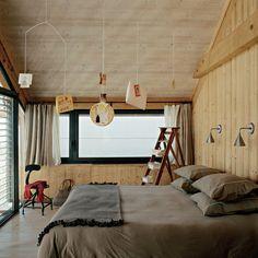 Une chambre mansardée toute habillée de bois - Marie Claire Maison