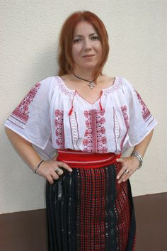 Costum popular de dama, zona Muntania, 42 - 44