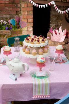 High tea birthday party + cupcakes.