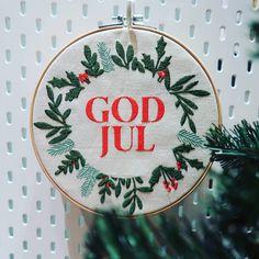 God jul - veggpryd | PRYDbrodering Wreaths, Home Decor, Decoration Home, Door Wreaths, Room Decor, Deco Mesh Wreaths, Home Interior Design, Floral Arrangements, Garlands
