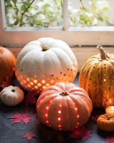 » bohemian life » fall & thanksgiving » autumn equinox » mabon » boho fall design + decor » pilgrims & indians » nontraditional living » painted leaves & pumpkins » elements of bohemia »